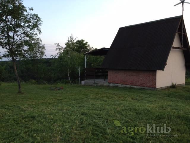 Hektar zemlje sa voćarskom kućicom kod Našica