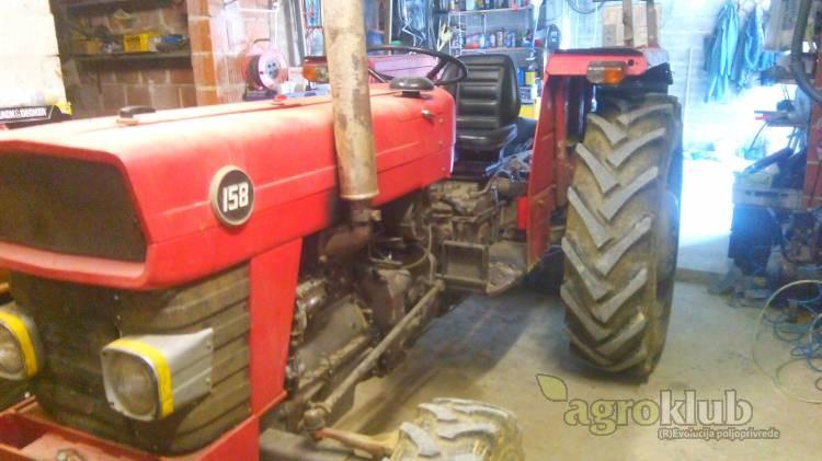 traktor, Massey ferguson 158