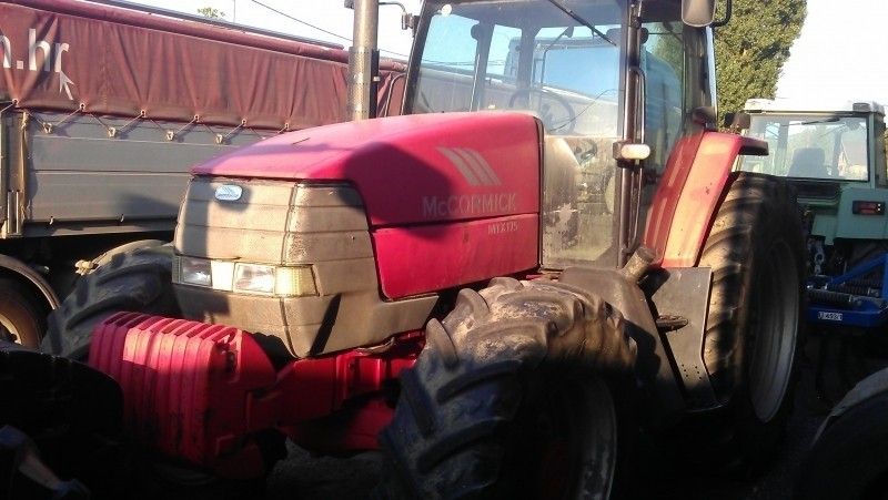 Traktor MCCORMICK MTX175