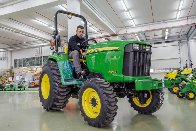 John Deere traktor 3036E idealan za teške zadatke