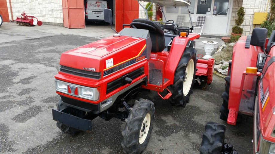 Traktor YANMAR FF 205
