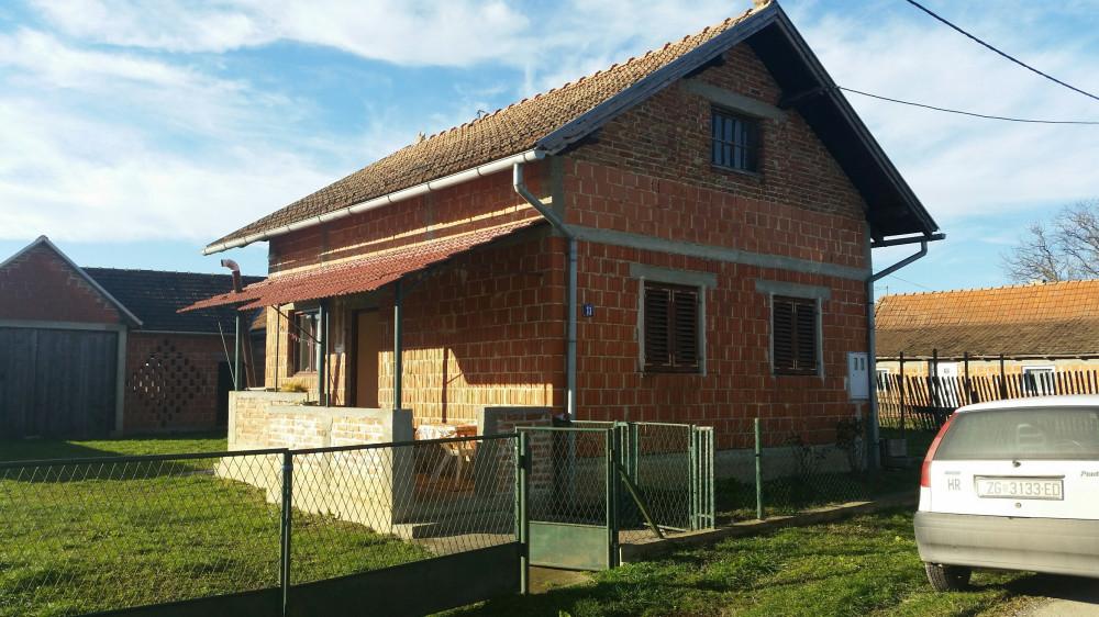 Kuća i poljoprivredno zemljište