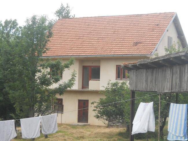 Prodajem zemlju i kuću u Gračacu, Hrvatska