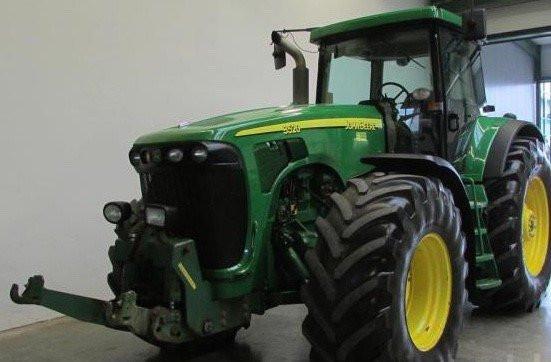 Traktor John Deere 8320