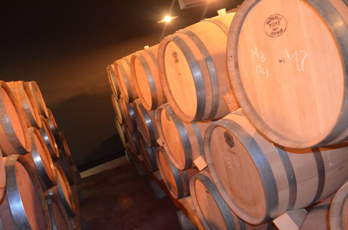 U bariq sali trenutno odležava 14.000 litara crnih vinaa (65147)