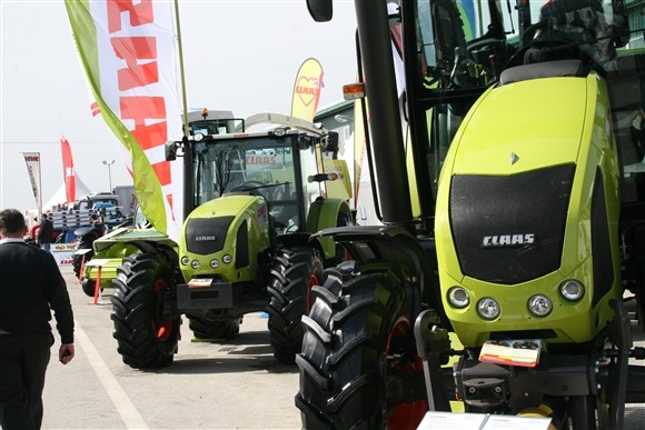 Claas traktori (1177)