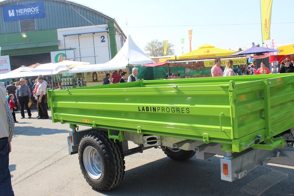 Traktor Tuber 50 s novom kabinom (51302)