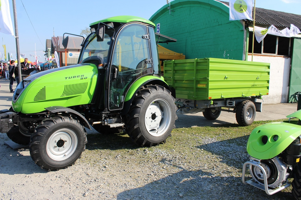 Traktor Tuber 50 s novom kabinom (51303)