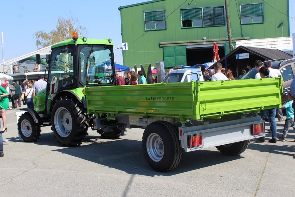 Traktor Tuber 50 s novom kabinom (51299)