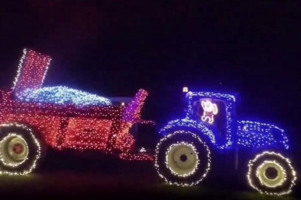 Cela Irska dolazi da vidi božićni traktor