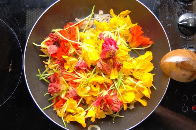 Jestivo cveće za šarenilo na tanjiru