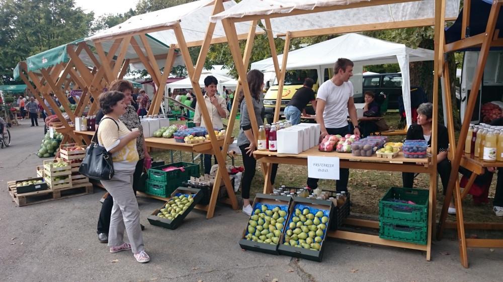 Organiziraju tržište za domaće poljoprivrednike