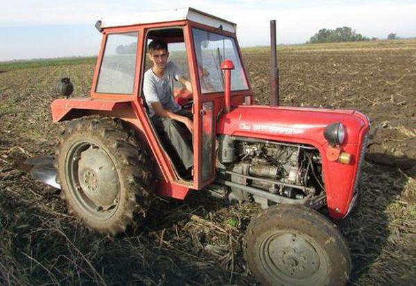 Iz školskih klupa u traktor pa na njivu!