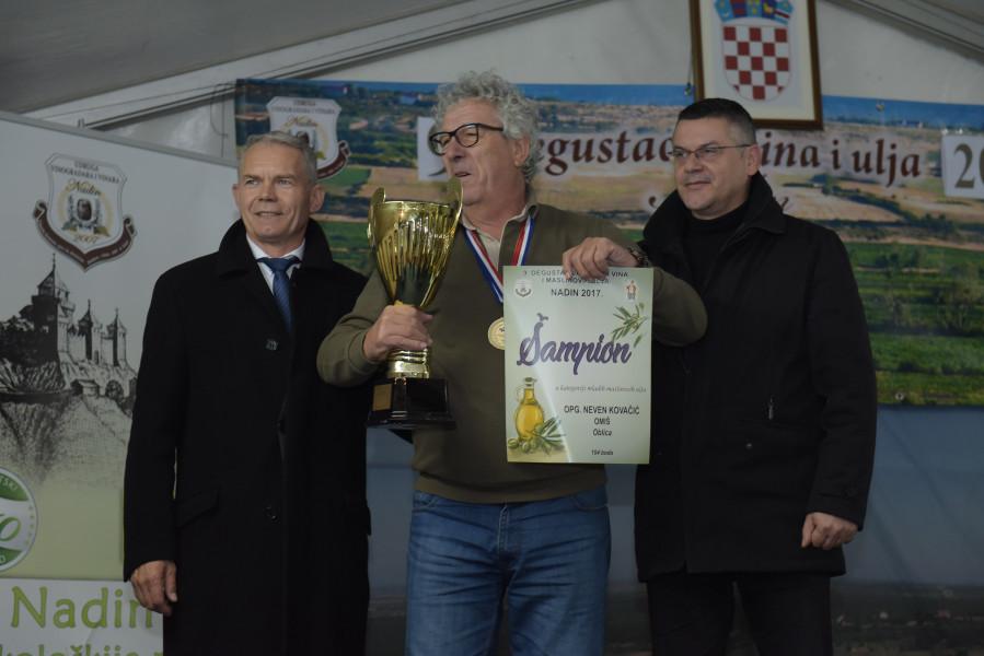 Neven Kovačić iz Omiša šampion maslinovih ulja!