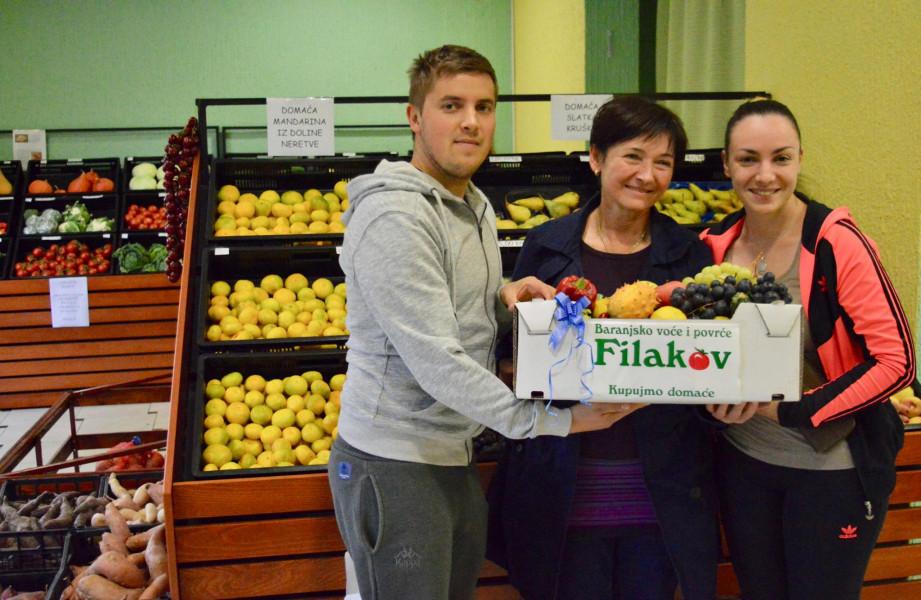 Tržnica u trgovini Filakov - nude samo domaće voće i povrće