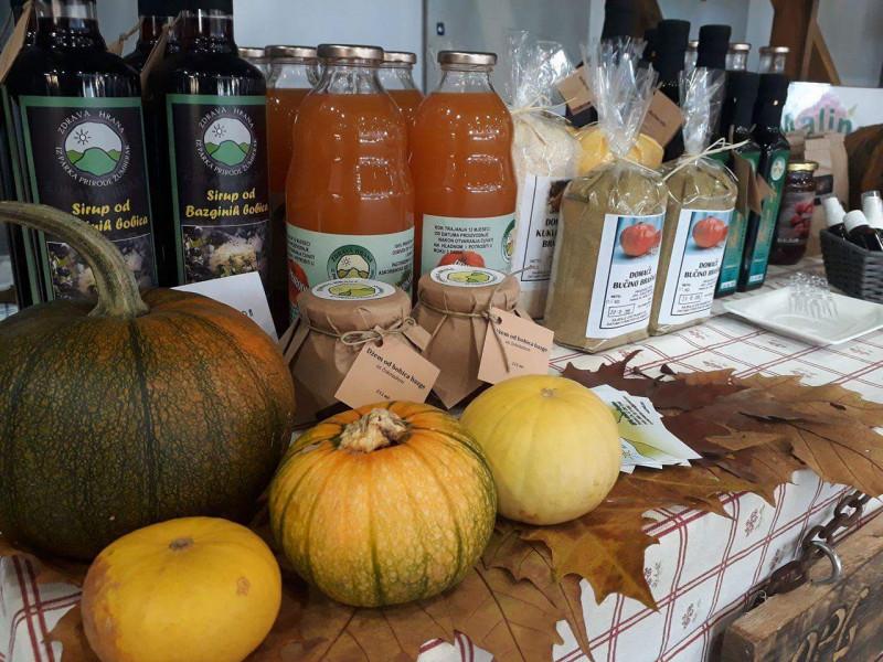 Bučino ulje, medenjaci, voće - zdrava hrana iz Žumberka
