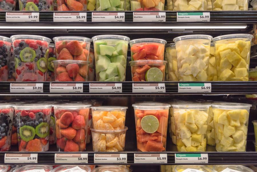 Ljudi jedu oko 40% više voća ako je oguljeno i rezano