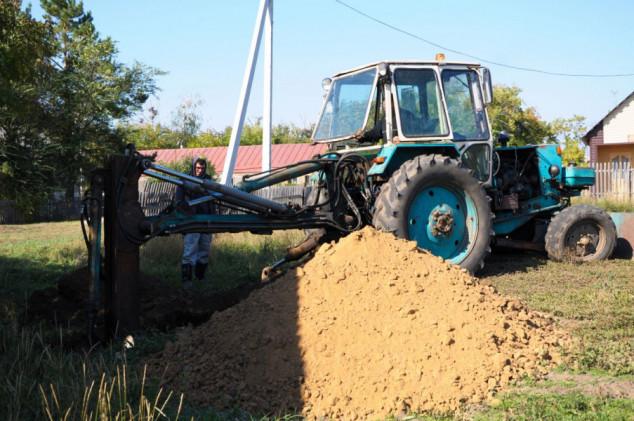 Traktor mu propao u 7 metara duboku rupu!