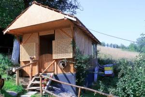 U blizini visočkih piramida Midhat Balta izgradio je pravi pčelarski biznis