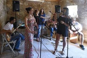 Bend OPG duhovito pjeva o poljoprivredi, ljepotama ružnog eko povrća i tradiciji