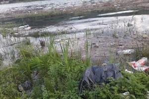 Kade, šolje, vreće, pločice... Drina zagađena u centru Goražda