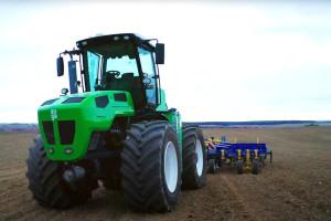 Auga M1 je prvi hibridni traktor na svetu bez emisija CO2