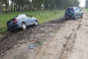 Blato na asfaltu ugrožava bezbednost - odgovornost na poljoprivrednicima, ali i vozačima