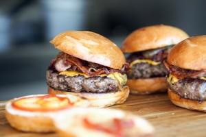 Zbog klimatskih promjena izbacili goveđe hamburgere s menija!