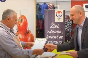 Na osječkoj tržnici dodijeljeni certifikati Proizvodi hrvatskog seljaka