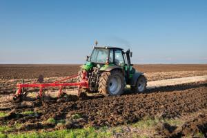 Pravilno podešen plug u radu neće zanositi i zabacivati traktor