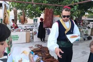 U Zagvozdu sve veća posjećenost Etno-eko sajma - i stranci uživaju u izloženim proizvodima