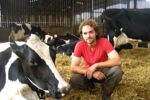 Vegani mu prijetili smrću jer je objavio fotografiju oteljena tri teleta