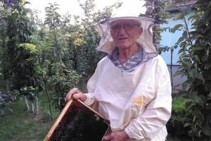 Milan Radumilović u devetoj deceniji brine o velikom pčelinjaku