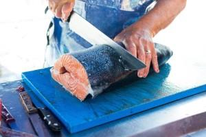 Koronavirus pronađen na dasci za rezanje lososa? Kina pooštrava kontrole mesa