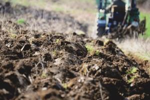 Blokada traktorima: odžački poljoprivrednici nastavljaju borbu za zemljište