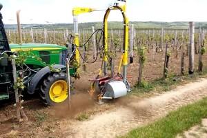 KMS Törzstisztító uspješno uklanja korove, koru i mlade izdanke vinove loze