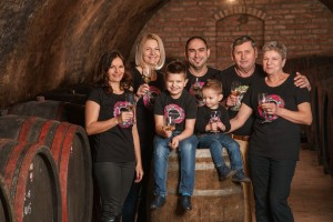 Lajoš Kolar radi vrhunska vina, ali i kulen čija je tajna u - rumu!