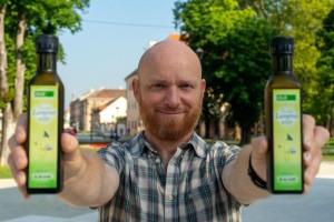 Profesor kemije Hrvoje Mikuldaš proizvodi nerafinirano, ekološko laneno ulje