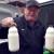 Svakog jutra Đuro Lukić (74) dostavlja domaće mlijeko brojnim obiteljima