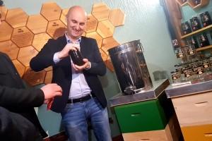 Med hrvatskih pčelinjaka u nacionalnoj staklenci i s jedinstvenim brojem pčelara koji ga je proizveo