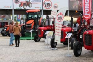 Poljoprivrednici će do kraja godine moći da kupuju traktore upola cene