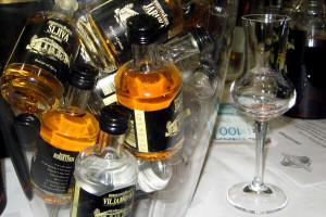 Iz čega se pije rakija i zašto čokanj više nije dobar?!