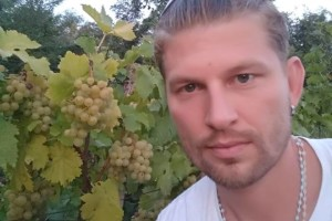Nino Žunec - nekada maneken i pizza majstor, danas vinogradar, stočar, pčelar, sluga i gospodar svog baranjskog imanja