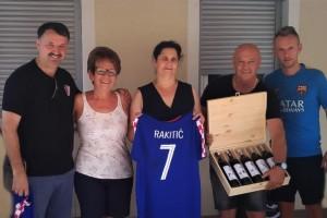 Ivan Rakitić i obitelj dobili vinograd od žepačke Vinarije Povratak