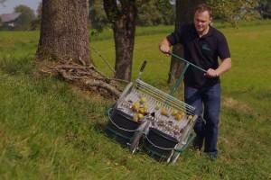 Jednostavno sakupljanje voća s tla s Huemer Type 800 uređajem