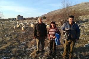 Krenuli s 12 ovaca, danas ih je u stadu 120 i kažu: od stočarstva se može živjeti