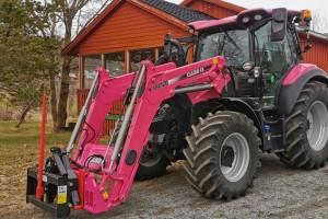 Iza ružičastog traktora po meri krije se poljoprivrednica sa nasleđenom farmom i 200 krava