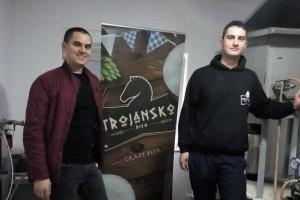 Braća Ćorić iz Gabele u obiteljskoj pivari proizvedu 2.000 litara Trojanskog piva mjesečno i sve uspiju prodati