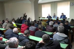 Nedimović sa poljoprivrednicima opštine Žabalj razgovarao o elektrifikaciji, ribarstvu i cenama