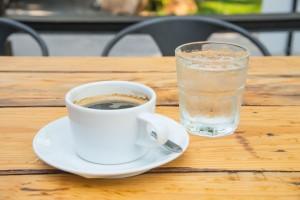 Namirnice koje Hrvati najčešće konzumiraju su - voda i kava